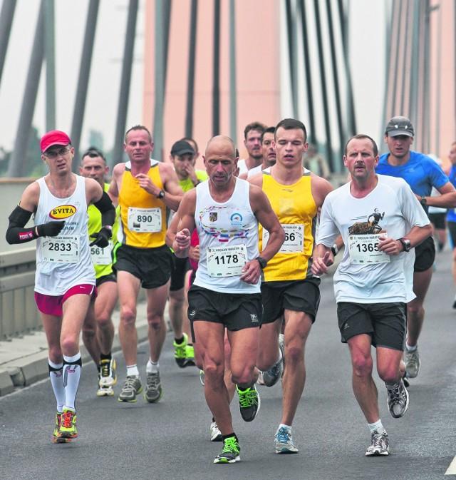 Udział we wrocławskim maratonie to dla wielu biegaczy ukoronowanie całorocznych przygotowań