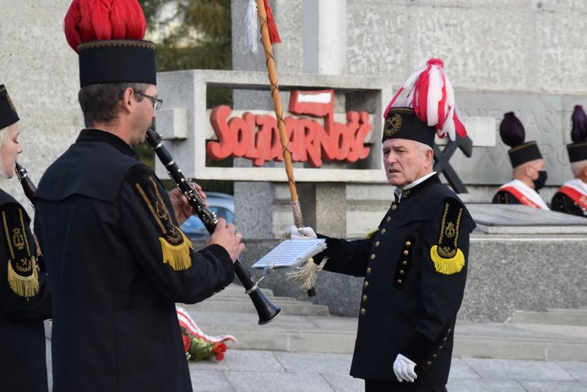 Uroczystość przed Pomnikiem Porozumień Jastrzębskich w 40. rocznicę wydarzeń