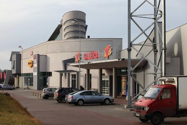 Galeria Feniks przy ulicy Białej w Radomiu funkcjonuje obecnie normalnie jak przed wejściem przepisów o ograniczeniu handlu w galeriach handlowych na Mazowszu.