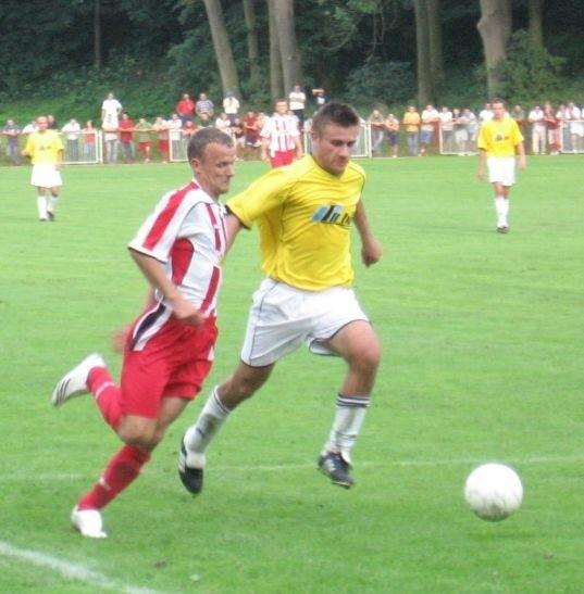 Orzeł (biało-czerwone stroje) testuje nowych zawodników.