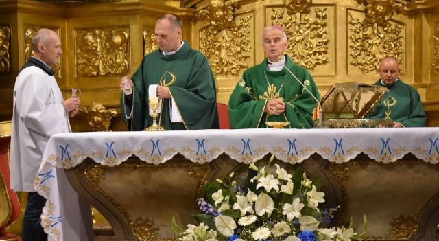 Mszy świętej w Bazylice Katedralnej w Kielcach przewodniczył biskup Marian Florczyk.
