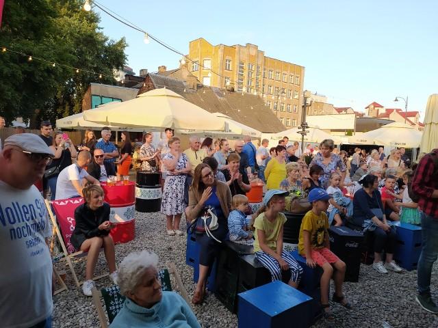 Wczoraj (22 lipca) na Młynowej odbyła się POKtańcówka. Na imprezę przybyły tłumy białostoczan. Jedni szaleli na parkiecie, inni okupowali strefę gastro i przysłuchiwali się ludowym kapelom.
