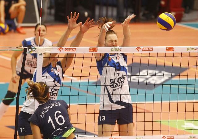 Katarzyna Mróz (z prawej) cieszy się, że Chemik będzie grał w hali w Szczecinie.