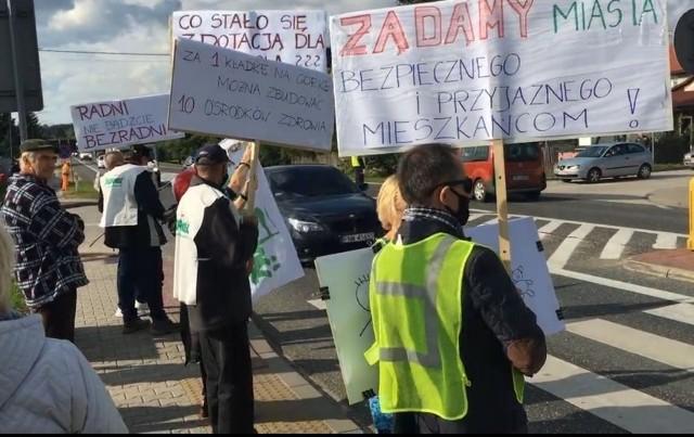 We wtorek, 21 września, na ulicach Buska-Zdroju doszło do protestu. To pokłosie konfliktu, jaki od dłuższego czasu toczy się pomiędzy gminą a dyrektorką Anną Mazur.