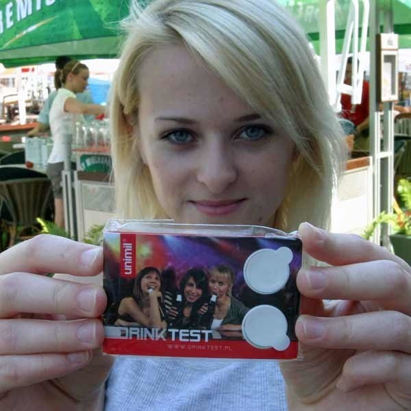 - Dobrze, że jest taki test, bo to dodatkowa ochrona podczas wakacyjnych imprez - mówi Dominika z Rzeszowa.