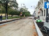 Kostka na całym przebudowywanym odcinku ul. Skorupki. Koszt remontu - ponad 4 mln zł