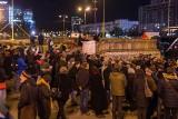 Warszawa: Pod PKiN oddano hołd mężczyźnie, który dokonał samospalenia [ZDJĘCIA]