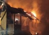 Lakiele. Dom spłonął doszczętnie. Strażacy uratowali mężczyznę
