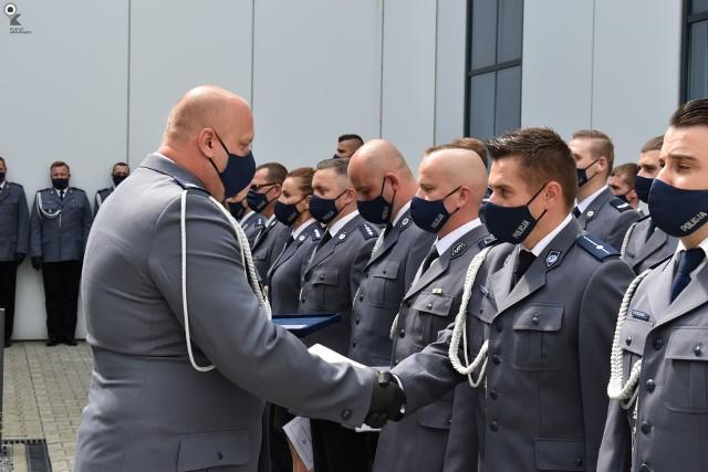 W Komendzie Powiatowej Policji w Krakowie odchodzono Święto Policji. Były awanse i odznaczeniami
