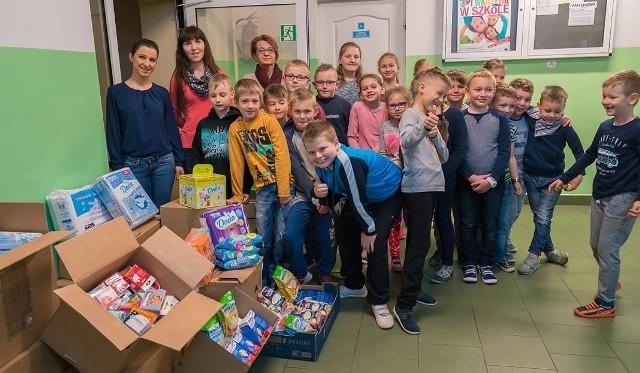 Uczniowie Zespołu Szkół w Piątkowej wsparli krynicką Fundację Bratnia Dusza podczas zbiórki darów dla sierot ze Lwowa