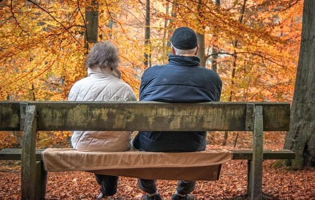 Każdego roku świadczenia emerytalne podlegają tzw. waloryzacji. Zobacz, o ile więcej pieniędzy dostają w tym roku emeryci i renciści. Szczegóły w dalszej części galerii >>>