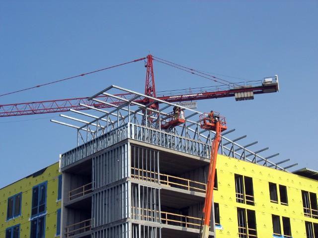 Budowa bloku mieszkalnegoOchrona nabywców mieszkań od deweloperów: projekt ustawy