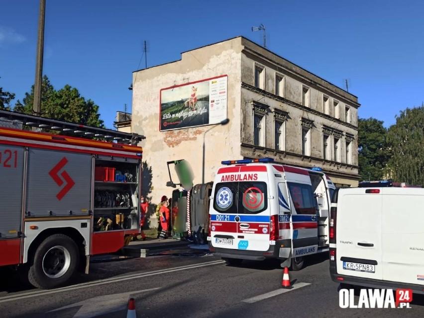 W akcji uczestniczyli strażacy, którzy przekazali mężczyznę...