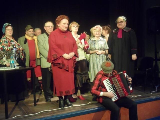 W finale przedstawienia za oklaski dziękowała Izabella Mosańska a na harmonii grał Antek Jedlińszczak.