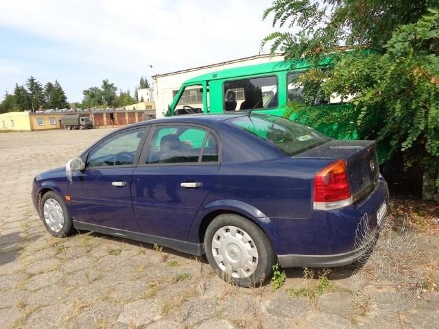 Samochód osobowy OPEL VECTRA C poj. 1.6Ilość:1NR fabryczny:W0L0ZCF6931037241Rok produkcji:2002Cena:1800