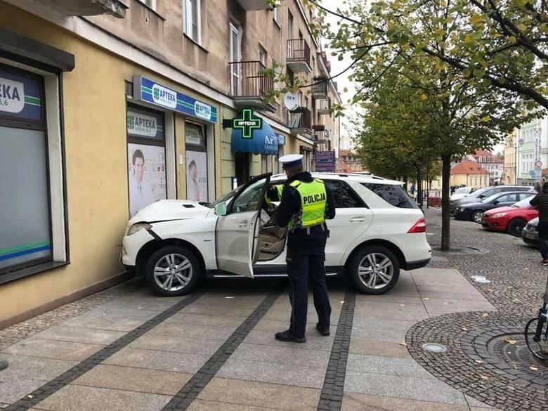 Kolejnym przykładem niecodziennego parkowania jest wypadek z...