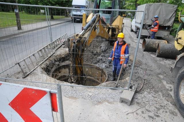 Awaria wodociągowa we Wrocławiu i obniżone ciśnienie wody na wielu osiedlach - zdjęcia ilustracyjne