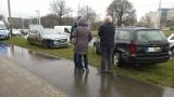 Wypadek na rondzie Lotników Lwowskich. Luksusowy Jaguar rozbity