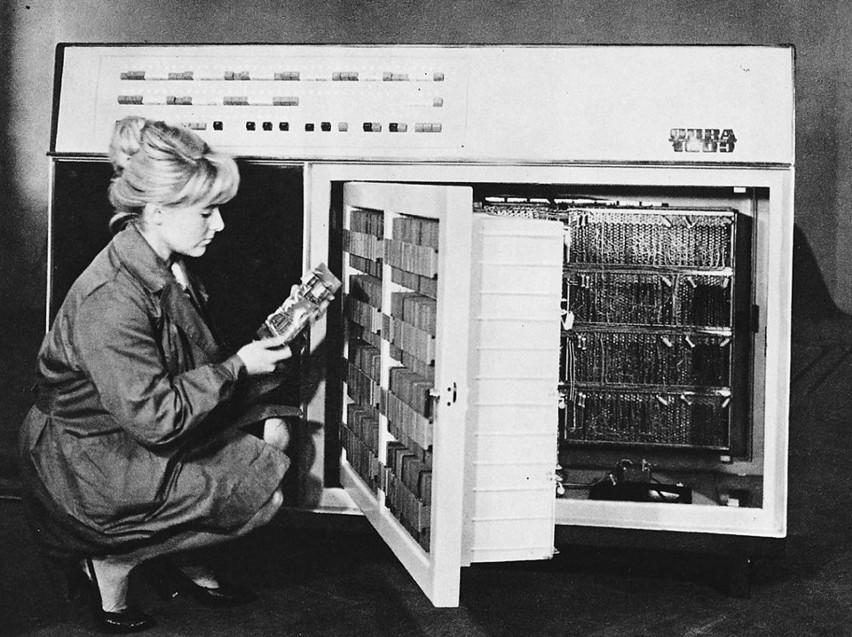 Odra 1003. Był to tranzystorowy komputer produkowany w...