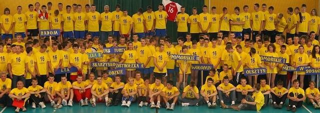 Pamiątkowe zdjęcie wszystkich zespołów.