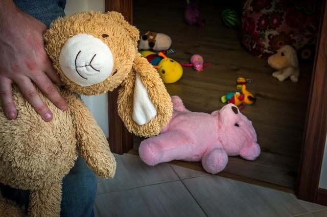 Rodzice dzieci do 6. roku życia wskazują na dom i plac zabaw jako miejsca najczęstszych wypadków.