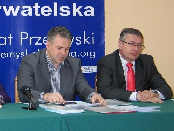 Nowy, czyli Piotr Tomański, i poprzedni, czyli Marek Rząsa, przewodniczący zarządu powiatowego PO w Przemyślu.