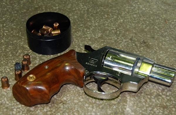 Broń znaleziona w bagażu obywatela Ukrainy.