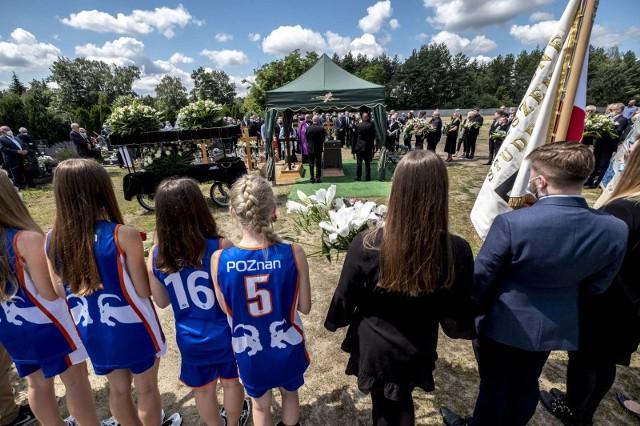 W piątek na cmentarzu na Naramowicach odbył się pogrzeb Wojcieca Weissa, znanego poznańskiego trenera lekkiej atletyki. w ostatnich latach był dyrektorem Centrum Sportu Politechniki Poznańskiej. Przez prawie 20 lat był też wiceprezesem AZS Poznań.W ostatniej drodze towarzyszyli mu rodzina, przyjaciele, znajomi i przedstawiciele poznańskiego sportu. Zobacz zdjęcia ---->