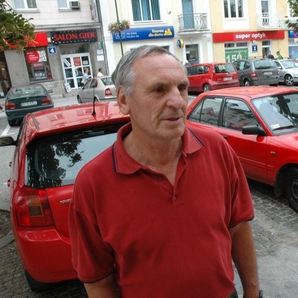 Utrzymanie samochodu jest coraz droższe - mówi Zdzisław Kossowski. Tymczasem rząd chce jeszcze wprowadzić podatek za złomowanie