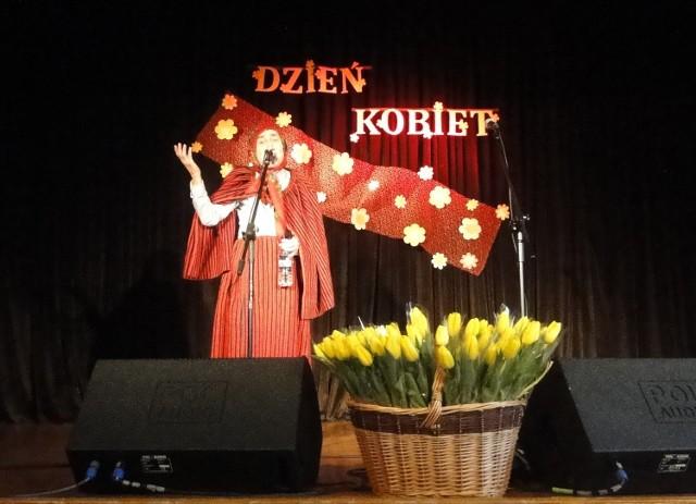 W Bodzentynie specjalnie dla pań wystąpił Bronisław Opałko znany jako Genowefa Pigwa.