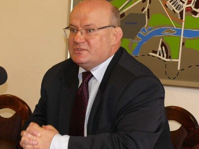 Andrzej Szlęzak, który był prezydentem Stalowej Woli przez dwanaście lat, odpiera zarzuty następcy.