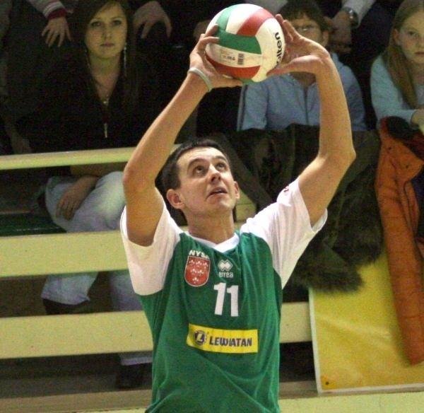 Daniel Górski sprawdził się w roli rozgrywającego i zostaje.