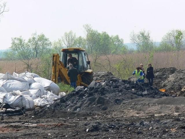 Na początku maja na teren składowiska przyjechali pracownicy Wojewódzkiego Inspektora Ochrony Środowiska z Rzeszowa i Departamentu Ochrony Środowiska Podkarpackiego Urzędu Marszałkowskiego.