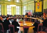 Wulgaryzmy podczas komisji? Radna poczuła się obrażona i... wybuchła wojna na słowa
