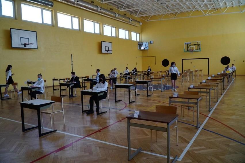 Egzaminy maja być łatwiejsze, bo uczniowie przygotowywali...