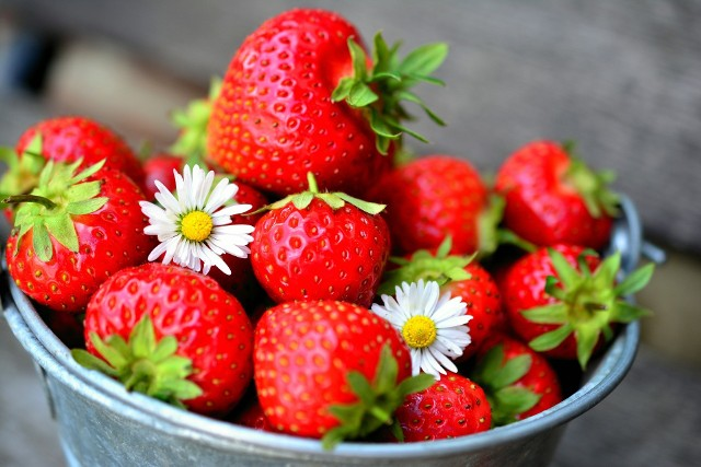 Truskawki to witaminowa bomba. W sezonie warto jadać je każdego dnia!