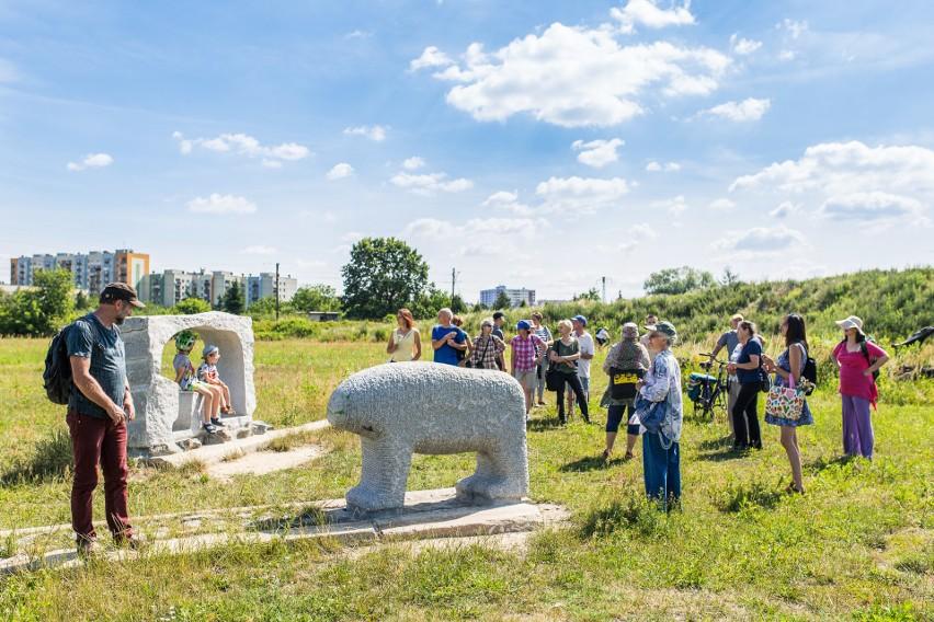 Wydłużone terminy realizacji, elastyczna i dostosowana do naszej zmiennej codzienności formuła, a przede wszystkim chęć wspólnego działania dla lokalnej społeczności –  z początkiem maja rozpocznie się nabór do wyjątkowej za względu na warunki edycji Mikrograntów. Strefa Kultury Wrocław i Fundacja Umbrella od 1 do 15 maja zapraszają mieszkańców i mieszkanki Wrocławia do zgłaszania projektów na społeczne inicjatywy w całym mieście.Mikrogranty to ogólnomiejski program wsparcia oddolnych inicjatyw, do którego zgłosić można swoje pomysły z zakresu animacji, rekreacji, aktywizacji społecznej, edukacji, związane z wszystkimi dziedzinami sztuki. W związku z obecną sytuacją, drugi nabór przeprowadzony zostanie w nieco innej, bardziej elastycznej formule. O tym piszemy na kolejnej stronie.