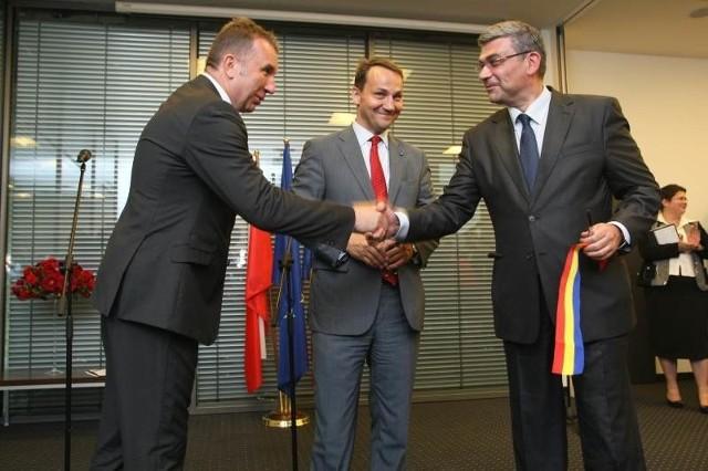 Honorowy Konsulat Rumunii uroczyście otwarli konsul honorowy Rumunii Michał Sołowow i ministrowie spraw zagranicznych Polski i Rumunii - Radosław Sikorski i Teodor Baconschi.