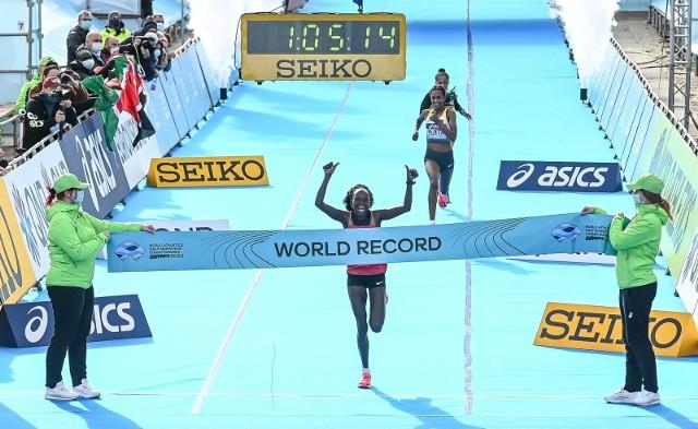 Peres Jepchirchir łamie w Gdyni rekord świata w biegu kobiet podczas mistrzostw świata w półmaratonie