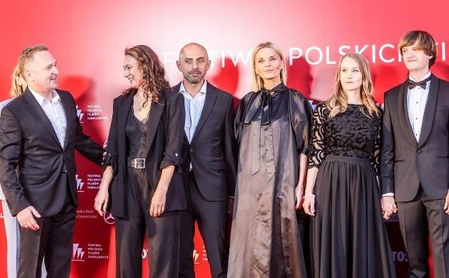 Pochodząca z podradomskiego Jedlińska aktorka Małgorzata Foremniak nie zdobyła nagrody na 46 Festiwalu Polskich Filmów Fabularnych w Gdyni. Mogła na to liczyć, bo w konkursie pokazano film Sonata, który kandydował do głównych nagród i w którym zagrała jedną z głównych ról. Na domiar złego pani Małgosia została skrytykowana przez portale modowe za kreację, w której pokazała się na czerwonym dywanie. Czy słusznie ?