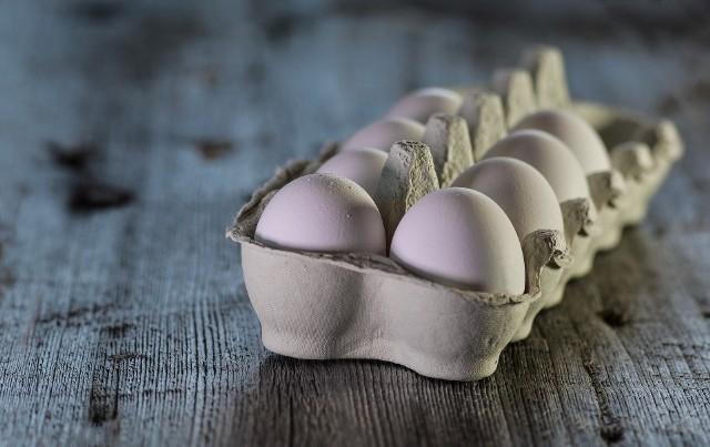 Jaja skażone pałeczkami salmonelli. GIS ostrzega przed jajami Złote Jajko z Gozdowa. Salmonella niebezpieczna dla zdrowia