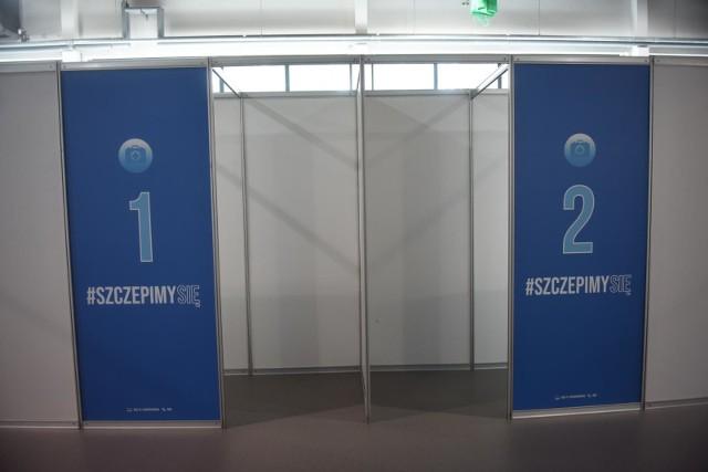 W hali na myślenickim Zarabiu mają być cztery boksy, w których jednocześnie będą się odbywały szczepienia