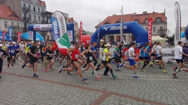 Na gnieźnieńskim rynku wśród biegaczy najlepszy okazał się Kenijczyk Dominic Mailu Musyimi