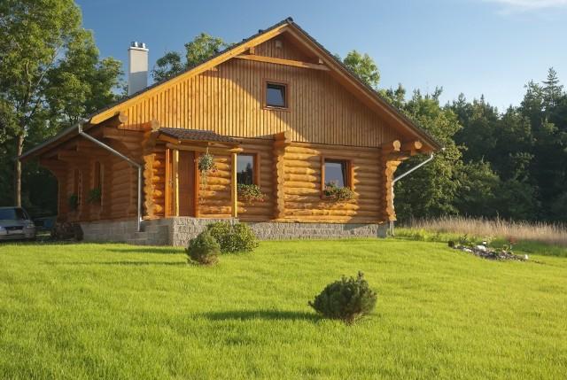 domy z drewnaNajwięcej domów drewnianych powstało w 2019 r. w Małopolsce.