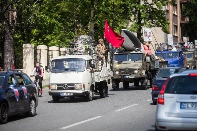 – Nasze zawiadomienie dotyczy złamania artykułu kodeksu karnego zakazującego propagowania w przestrzeni publicznej symboli komunistycznych i nazistowskich – mówi Kamil Klimczak z Ruchu Narodowego.