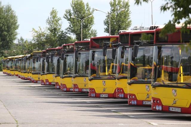 MPK we Wrocławiu wprowadza przyciski otwierające drzwi w autobusach