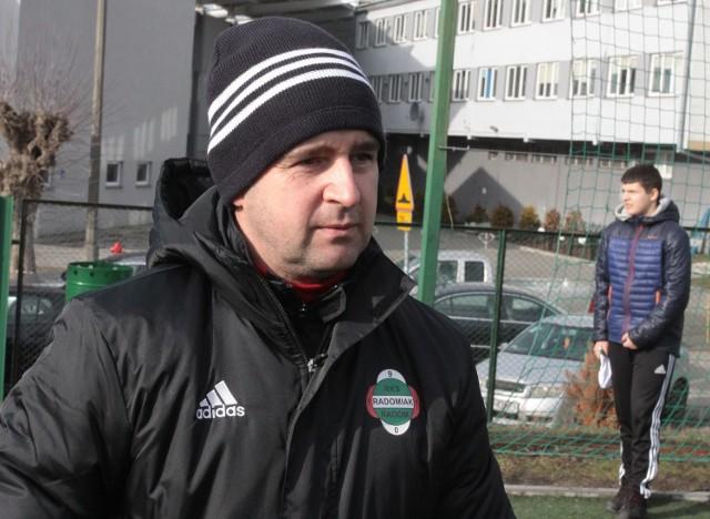 Jacek Magnuszewski, trener Radomiaka w środowym meczu z Lechią Tomaszów Mazowiecki będzie testował nowego środkowego obrońcę.