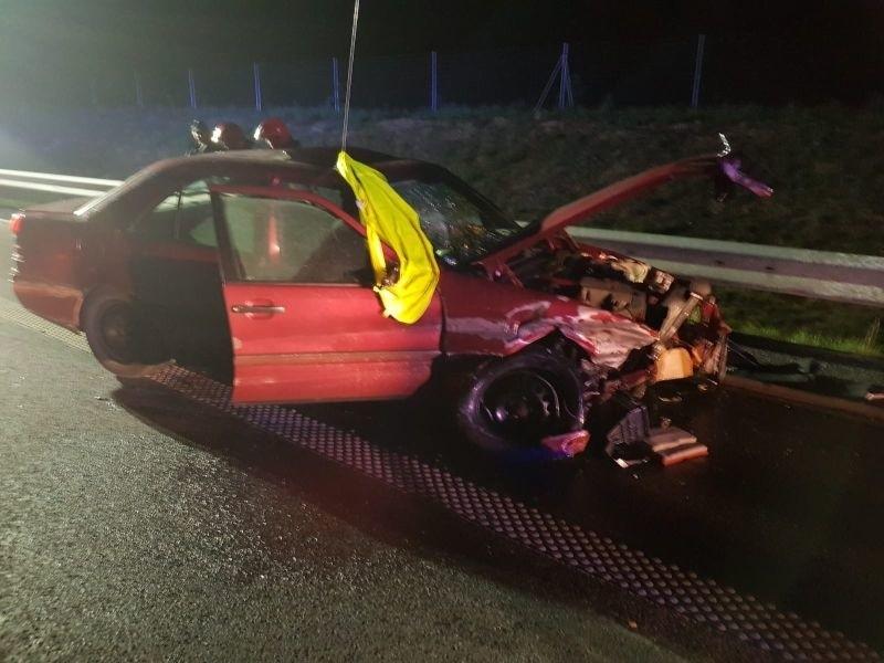 Uszkodzony samochód Mercedes