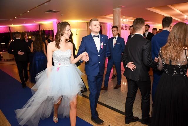 Zabawa do białego rana! Zobaczcie, jak bawili się tegoroczni maturzyści III LO w Toruniu w Hotelu Monet. Info z Polski 8.02.2018