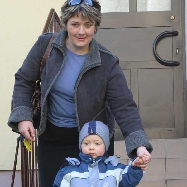 Małgorzata Ficek (na zdjęciu z synkiem Bartusiem, który chodzi do żłobka nr 12 w Rzeszowie): - Jestem zachwycona opieką w żłobku.
